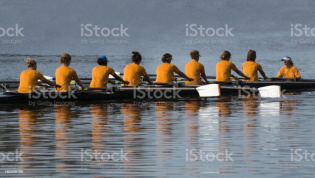 Donna 8 persone squadra di canottaggio foto stock royalty-free