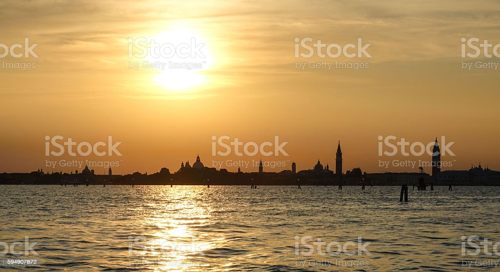 Wonderful sunset over the city of Venice - Skyline in Lizenzfreies stock-foto