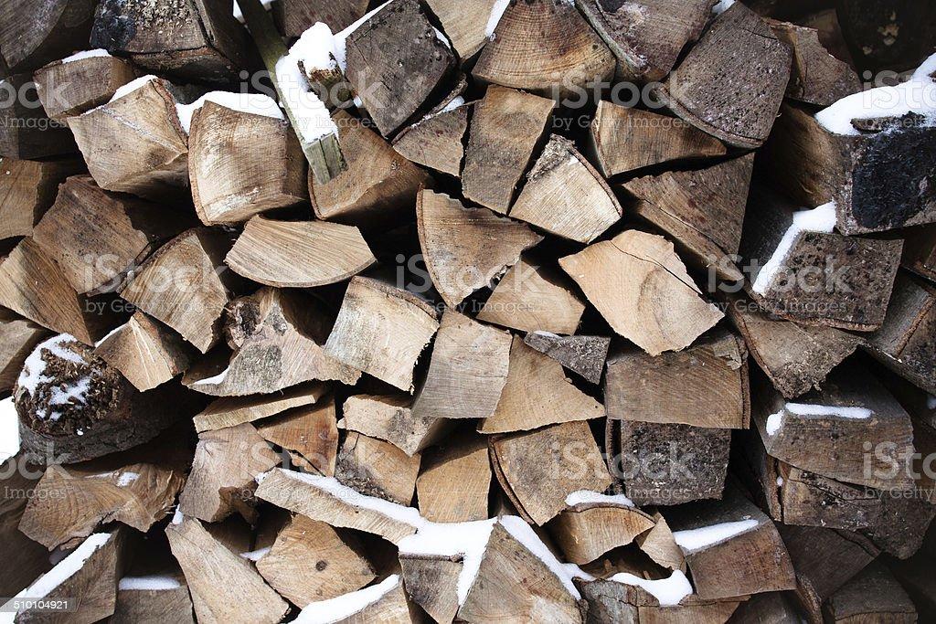 Wood stack mit Schnee Lizenzfreies stock-foto