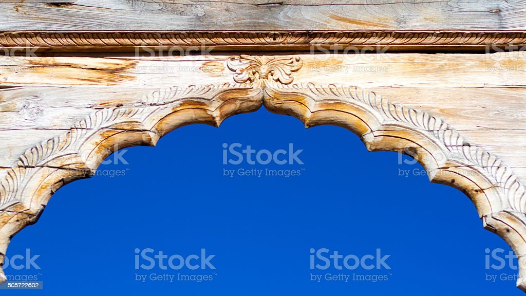 Wooden Carved Scalloped Arch Detail, Blue Sky, India stock photo