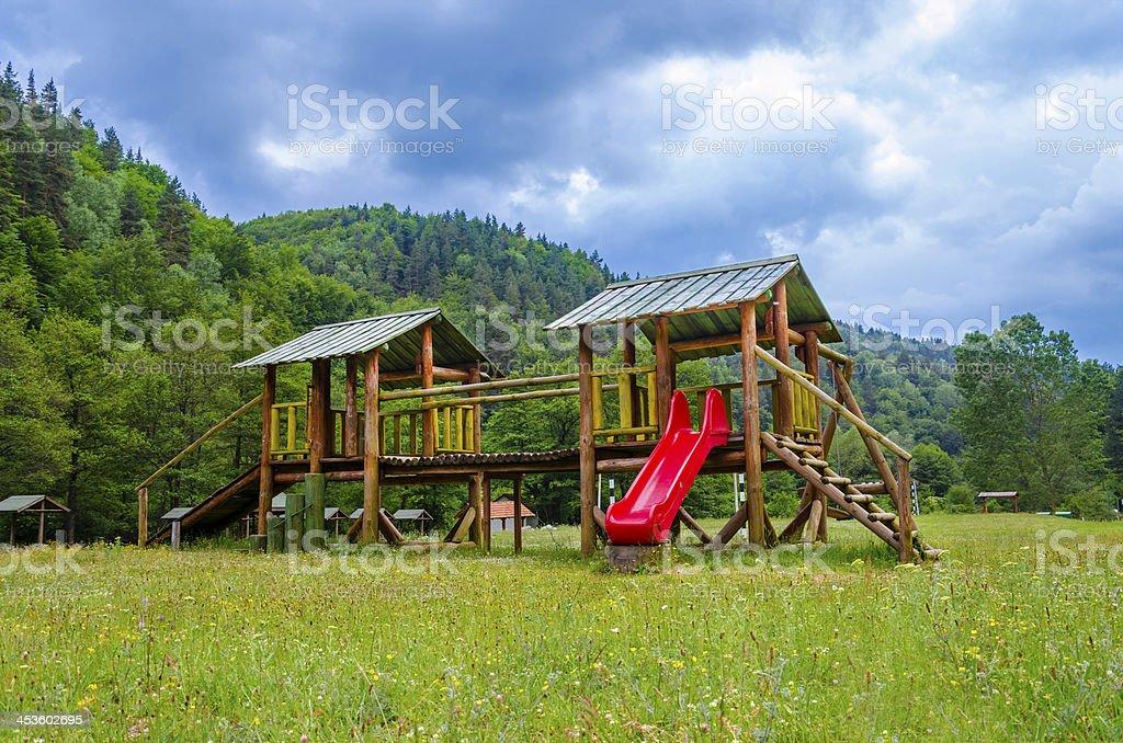 madera moderna patio de juegos para nios en el parque natural foto de stock libre de