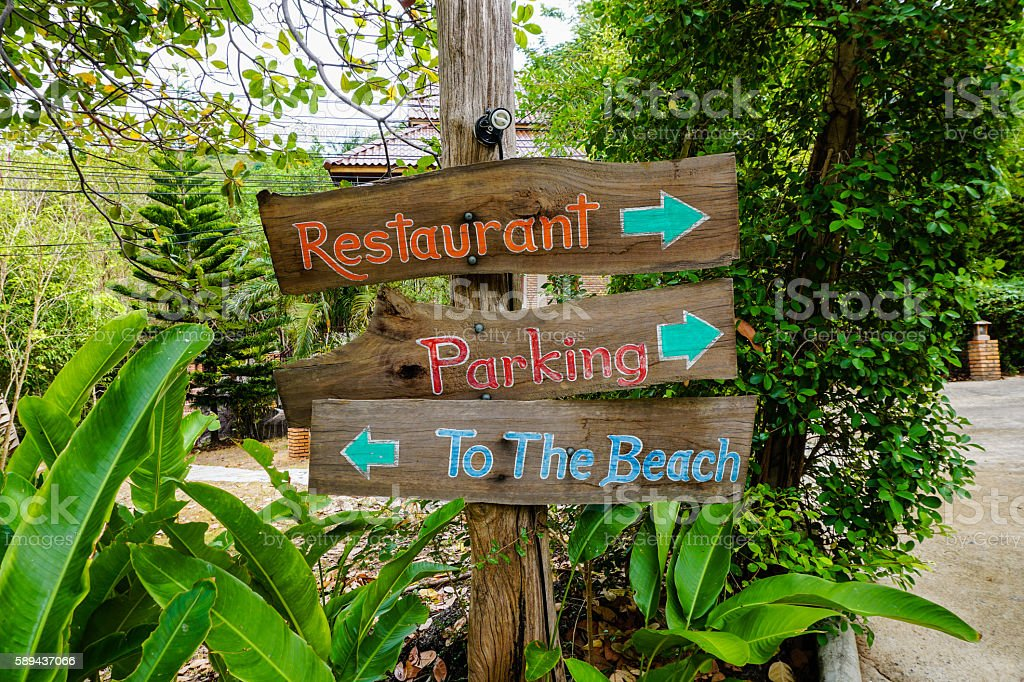 Wooden Sign 'to the beach' stock photo