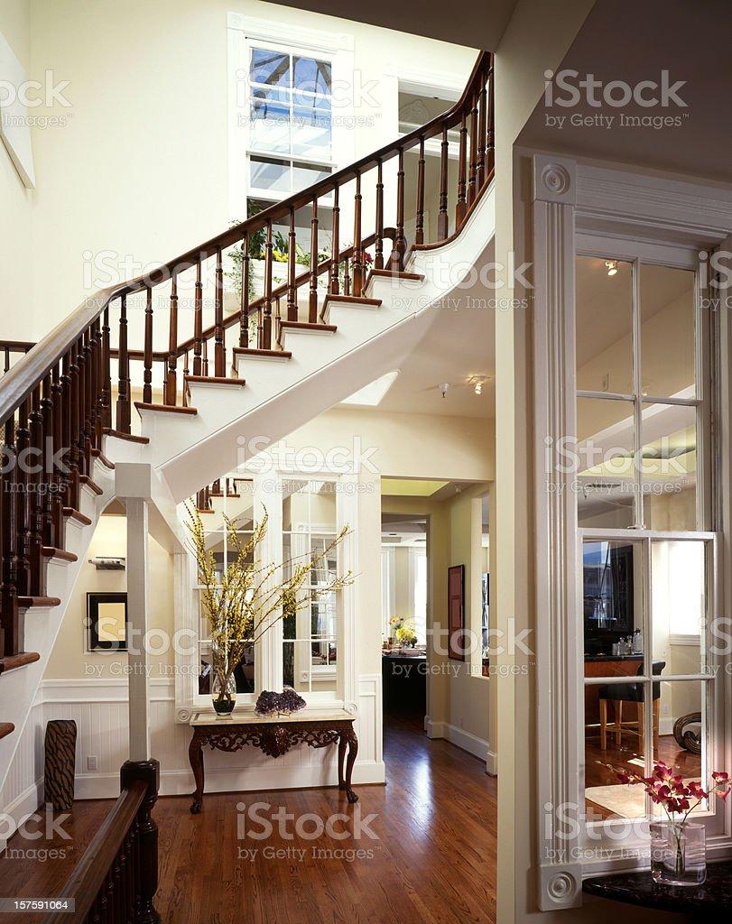 escalera de lujo de entrada diseo de interiores casa foto de stock libre de derechos
