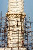 Workers on Minaret of Taj Mahal, Agra, Rajasthan, India, Asia