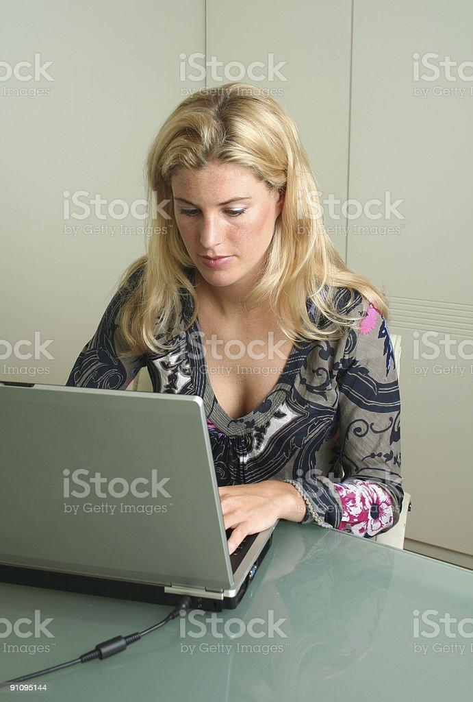 Arbeiten auf laptop-(Serie Lizenzfreies stock-foto