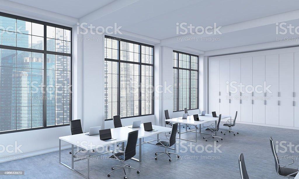 Luoghi di lavoro in un ambiente luminoso e moderno open space ...
