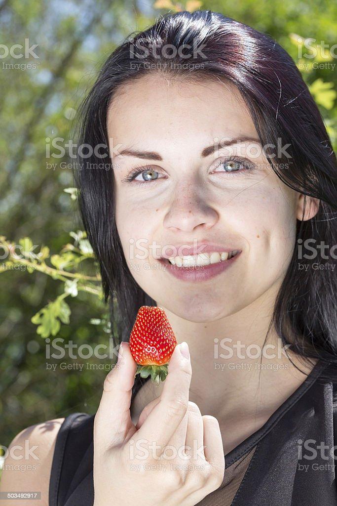 wunderschoene junge frau mit erdbeere stock photo