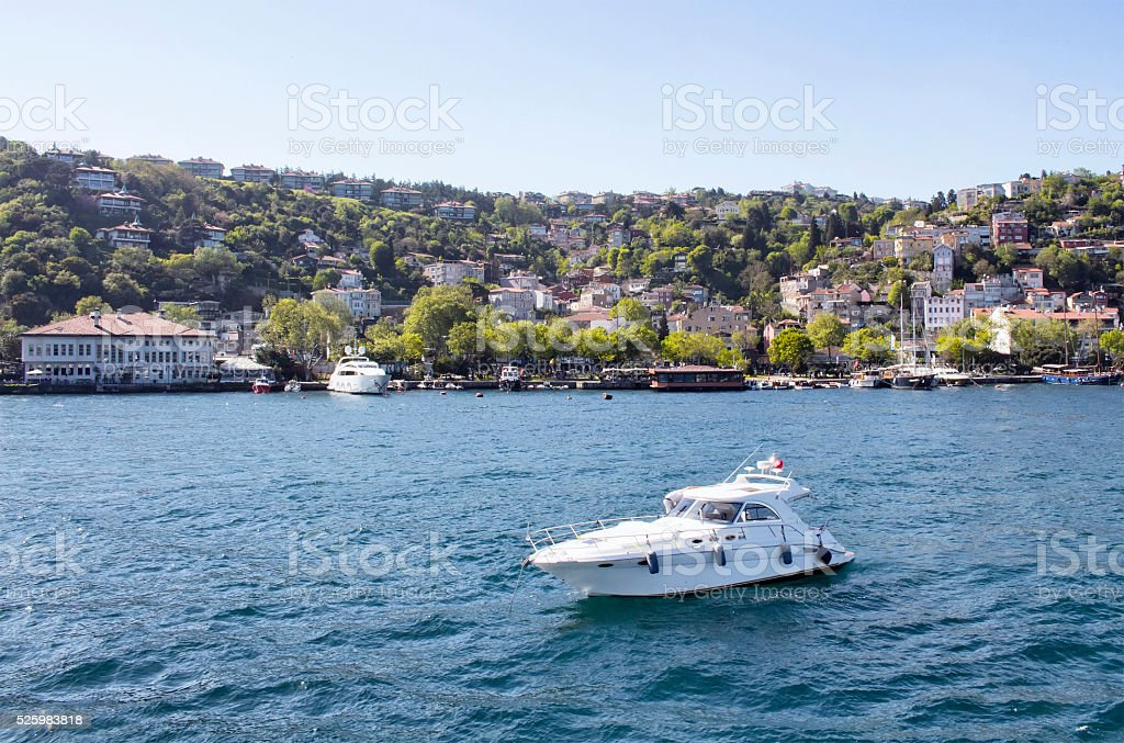Yacht passes in front of upscale neighbourhood 'Kurucesme' in Ist stock photo
