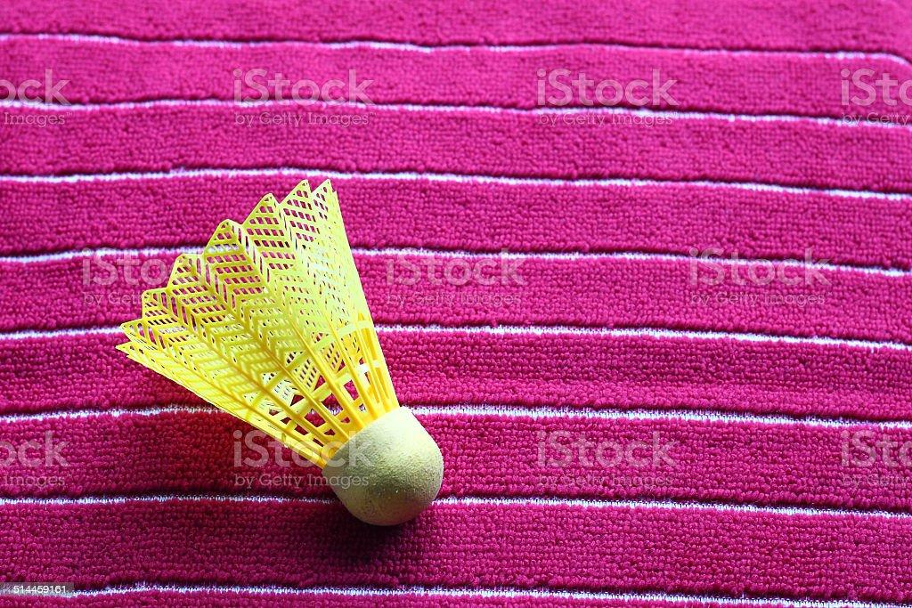 Żółty Badminton Lotka na czerwony Ręcznik zbiór zdjęć royalty-free