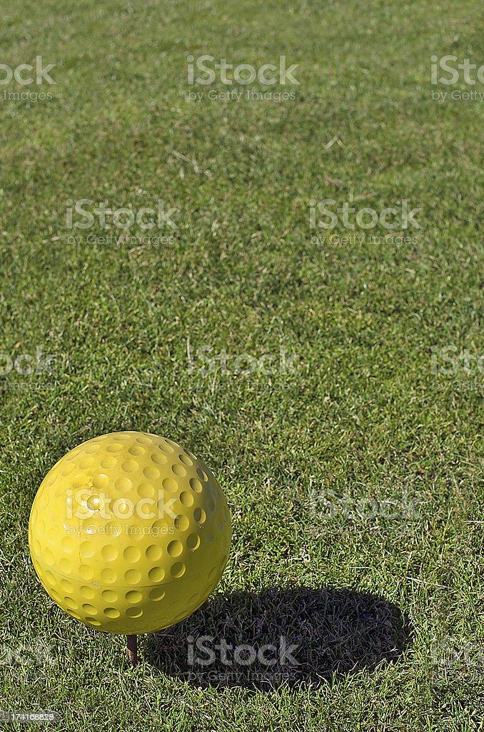 Balle de golf jaune photo libre de droits