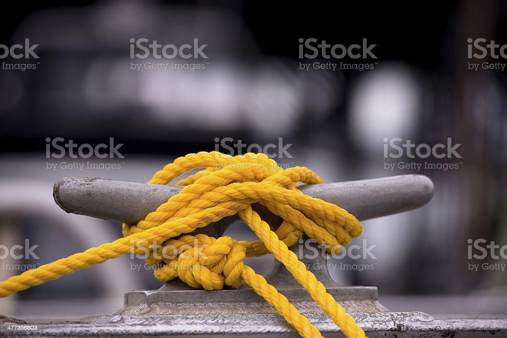 Giallo corda sul gancio di traino foto stock royalty-free