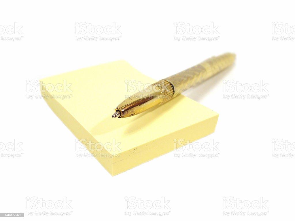 Páginas Amarelas de notebook com golden penl foto de stock royalty-free