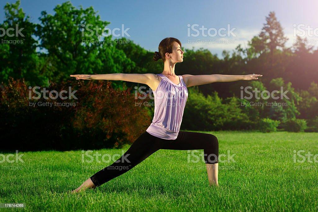 Yoga Virabhadrasana Sport () photo libre de droits