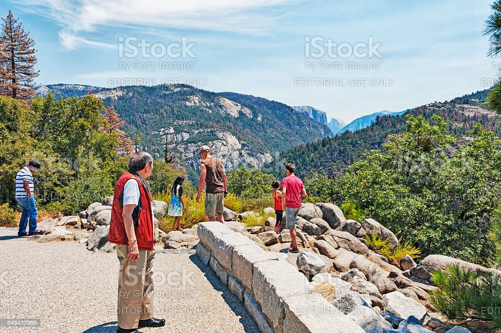 Yosemite Visitors enjoy initial Valley View Highway 120 stock photo