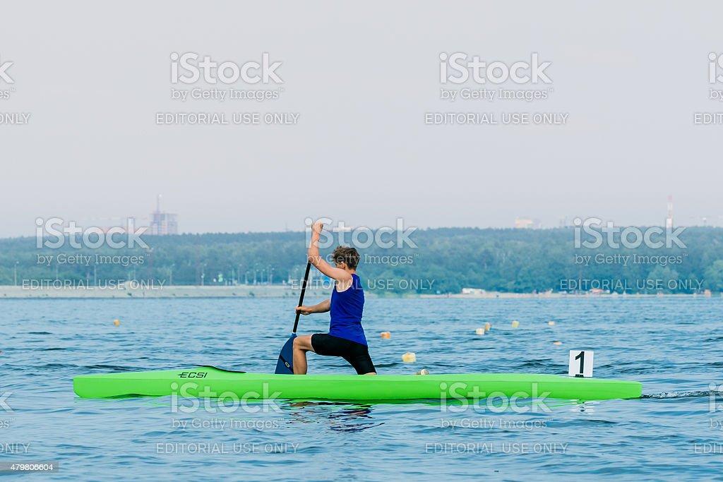 젊은 선수 만들진 카누 royalty-free 스톡 사진