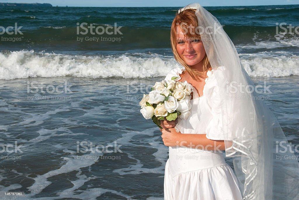 Joven Pareja en la playa foto de stock libre de derechos