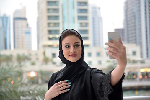 Arab girl square - 3 4