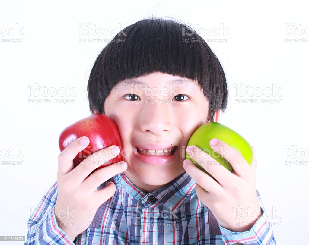 Young boy holding red and green apple Lizenzfreies stock-foto