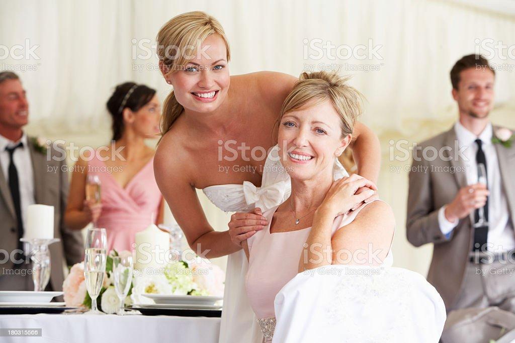 На свадьбу жених маме невесты