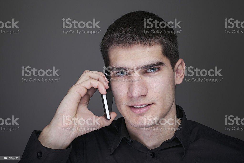 Joven empresario por teléfono foto de stock libre de derechos