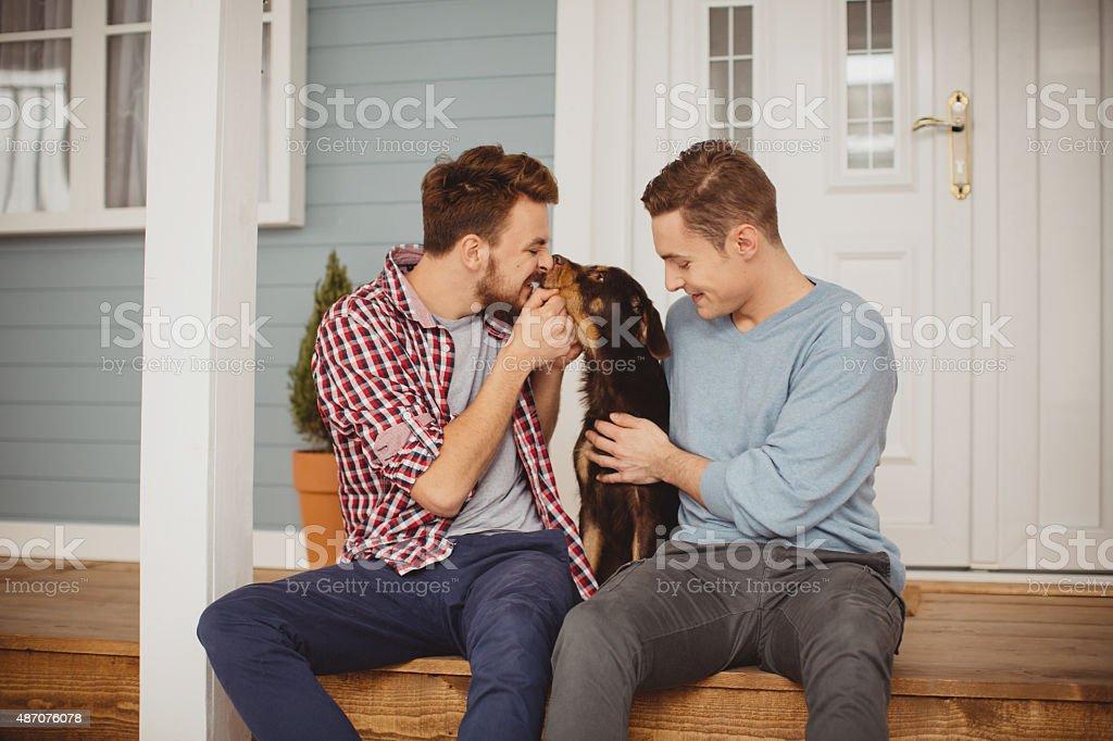 красивая молодая пара геев