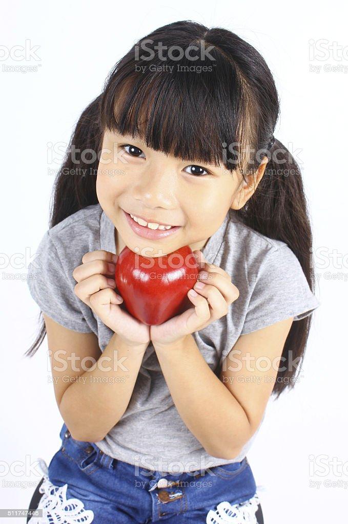Junges Mädchen holding roten Apfel Lizenzfreies stock-foto