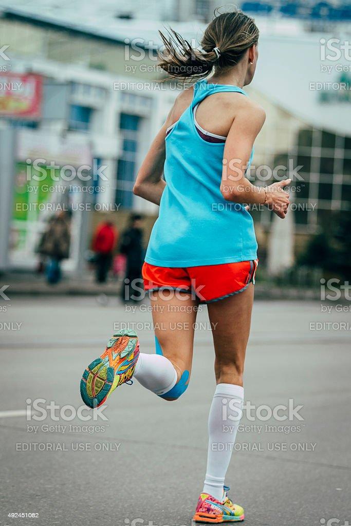 젊은 여자 마라톤 실행 royalty-free 스톡 사진