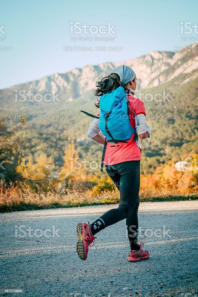 젊은 여자 마라톤 실행 산 royalty-free 스톡 사진