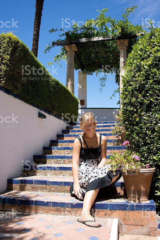 若い女の子に座っての宮殿 ロイヤリティフリーストックフォト