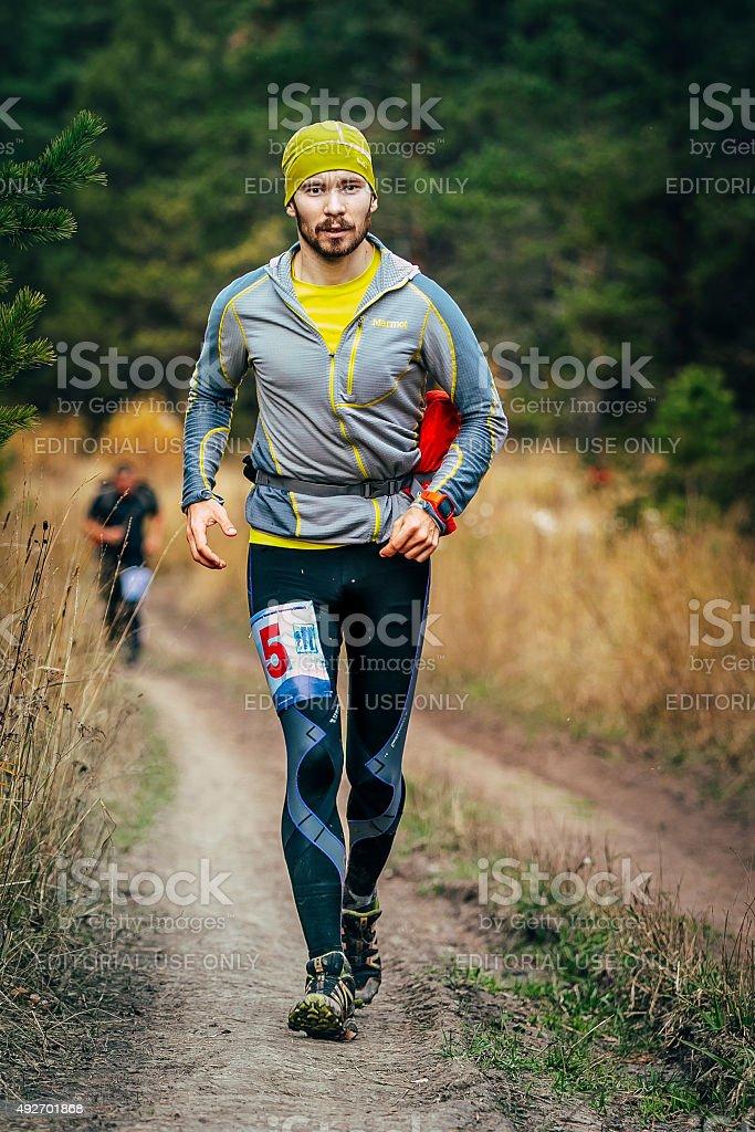 젊은 숫나사 통해 흐르는 임산 road runner royalty-free 스톡 사진