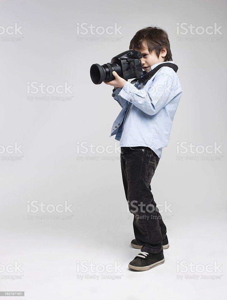 Giovane fotografo con fotocamera foto stock royalty-free