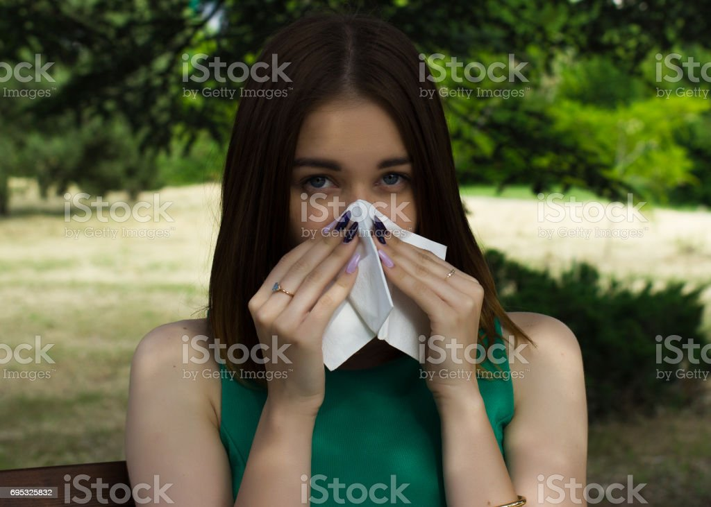 woman allergy young nose sneeze flu pretty