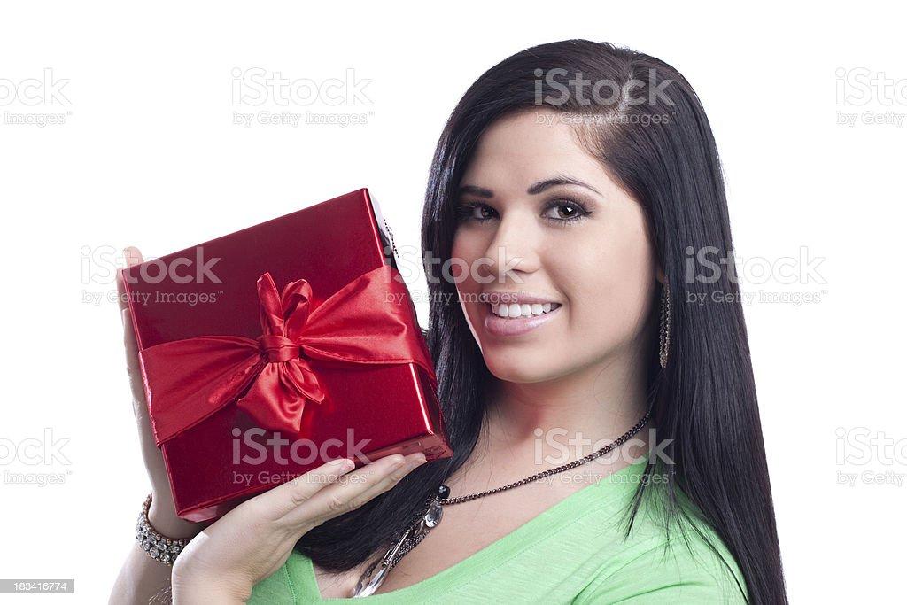 Junge Frau Holding roten Geschenk-Box – Foto
