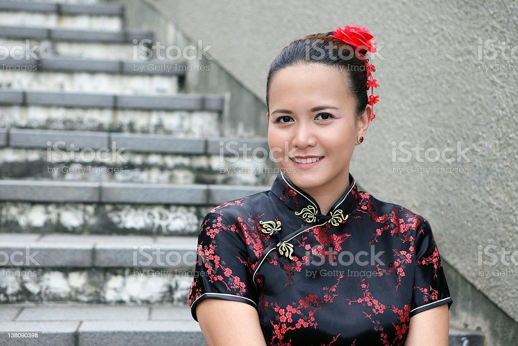 Junge Frau in chinesische Kleid Lizenzfreies stock-foto