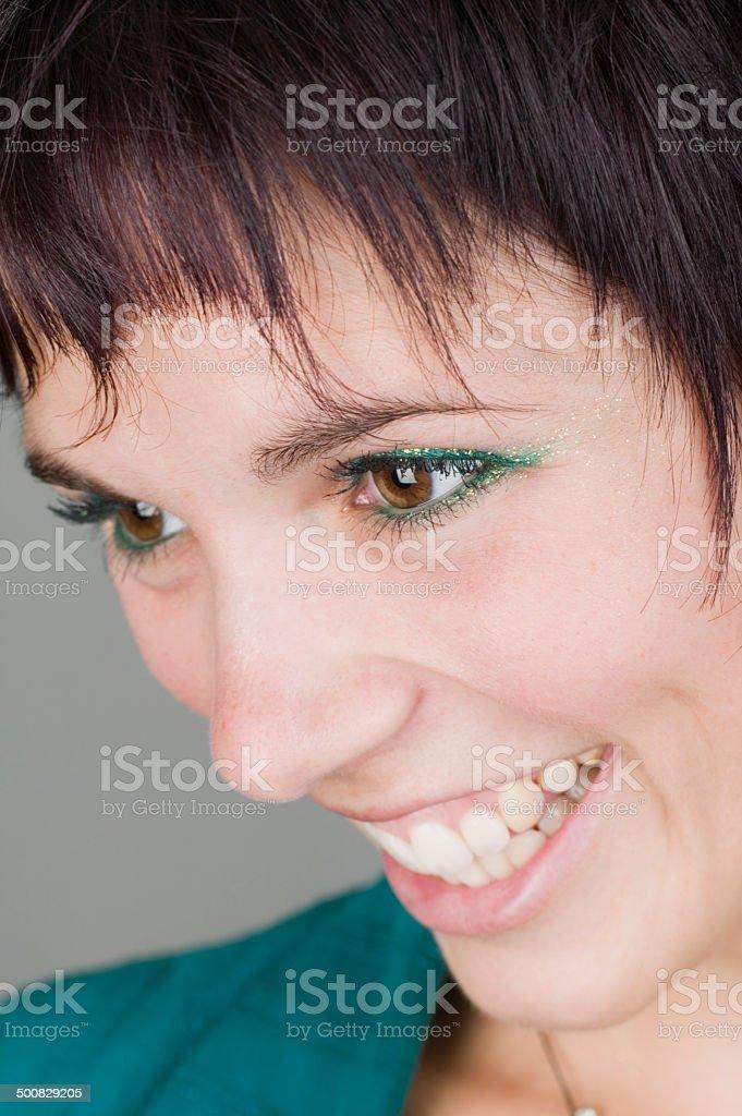 Jeune femme sourire et rire photo libre de droits