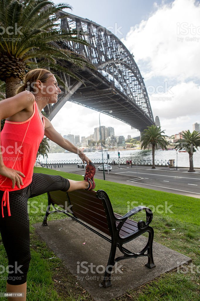 Young woman stretching by the Sydney harbour bridge – Foto