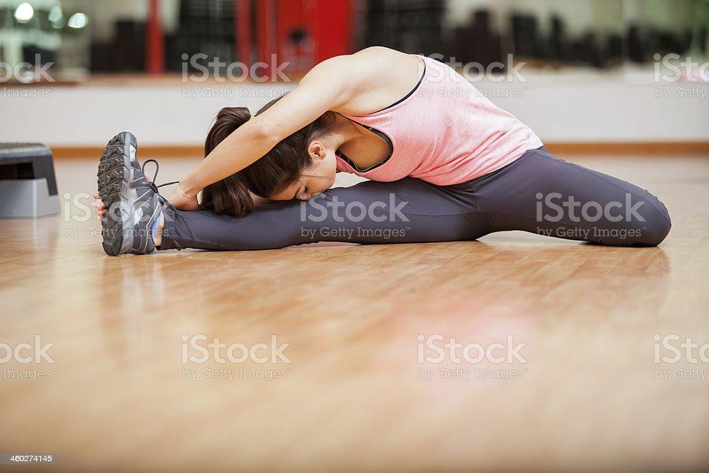gimnastki-golie-v-zale