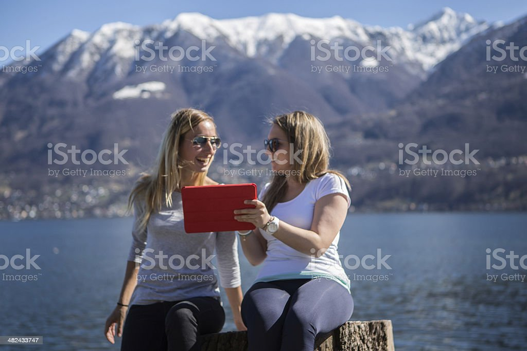 Junge Frauen mit tablet – Foto