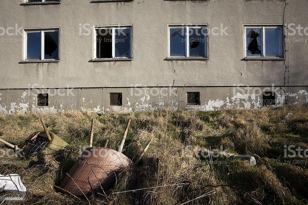 zerschlagene Fenster, Plattenbau stock photo