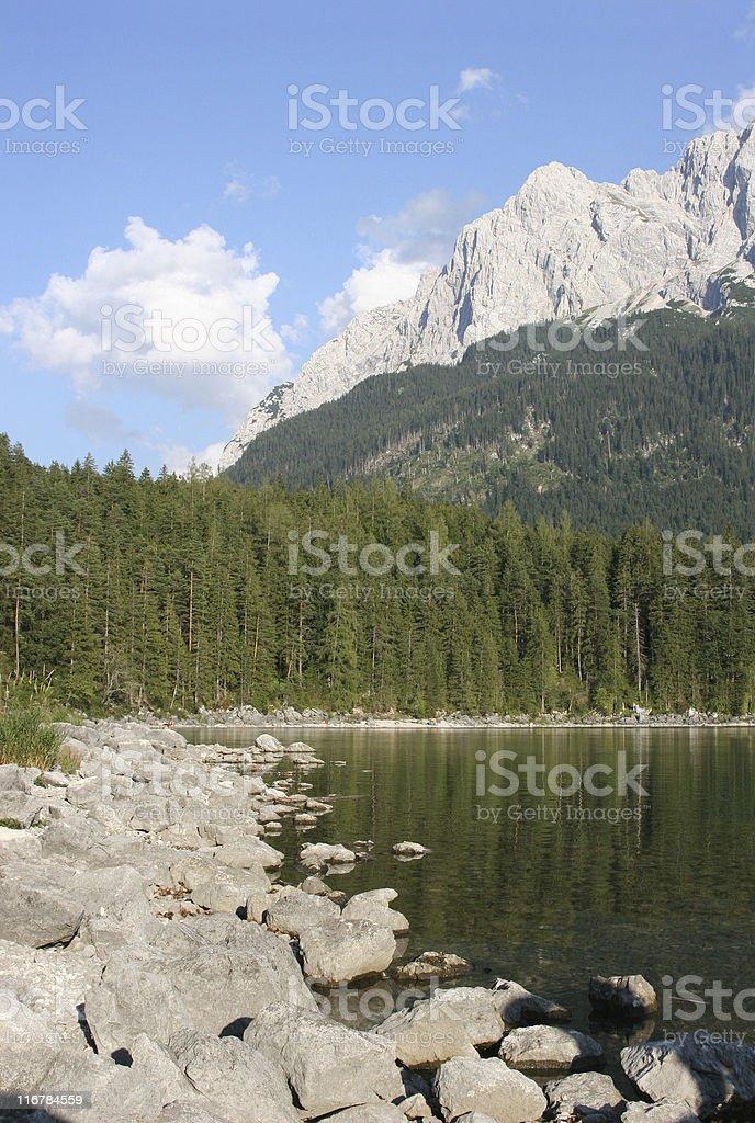 Zugspitzmassiv mit Eibsee vor Waxensteinen stock photo