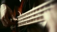 HD 35mm: Bassist spielt video