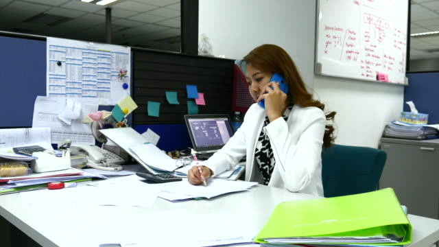 4K:Asian Businesswoman talking on the phone in Office video