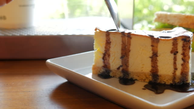 4K:Cheese cake serving and cutting video