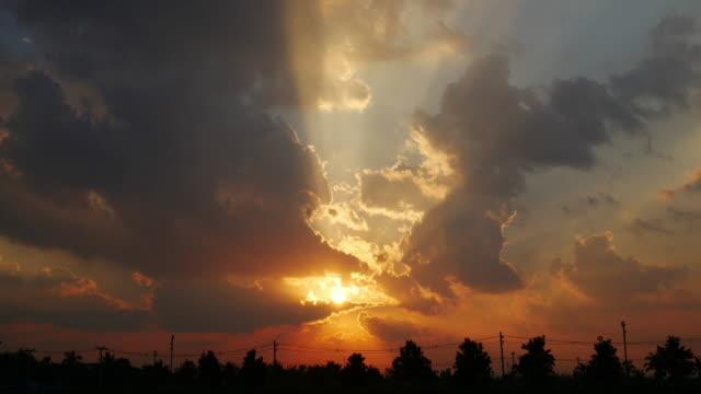 4K:Sunset sun beam time-lapse panning movement video