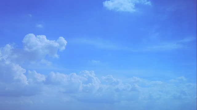 4K:Time lapseof white fluffy clouds over blue sky video