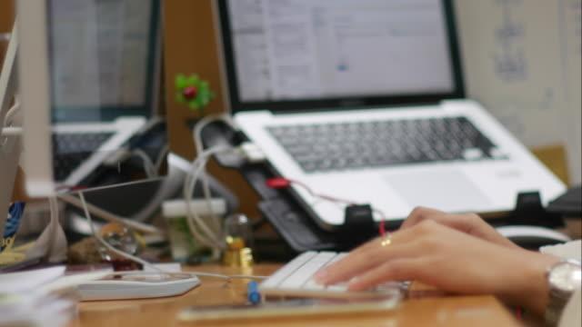 4K:Timelapse :Businesswomen code programing in office video