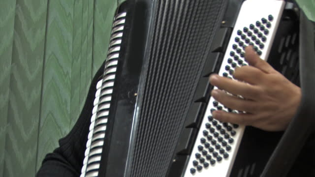 Accordion video