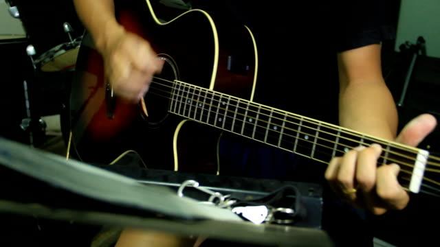 Acoutic Guitarist video