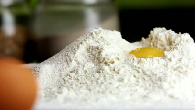 add the egg to the flour, closeup video