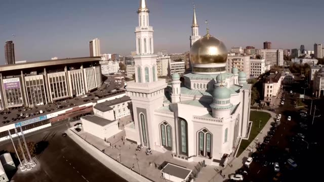 Aerial shot of Moscow Cathedral Mosque. New religion construction in Russia. Largest in Europe. Unique aerial quadcopter footage. Moscow Cathedral Mosque, Russia. The main mosque in Moscow, new landmark. video